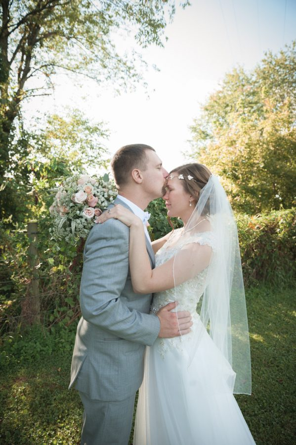 Hocking-hills-athens-lancaster-logan-ohio-wedding-photography-photographer-marriage-heart of the country-outdoors-princess-bride