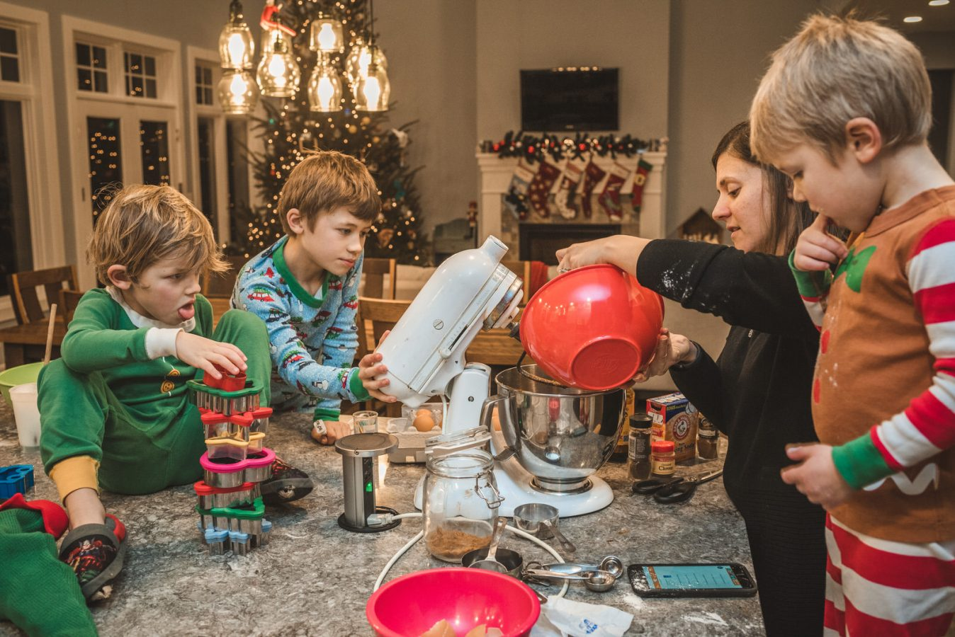 Family_Documentary_Photography_Christmas_cookies-10